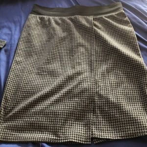 Black and grey patterned pencil skirt